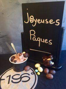 Notre création pascale : Crème glacée chocolat fait maison accompagnée de ses petits oeufs au chocolat au lait et noir