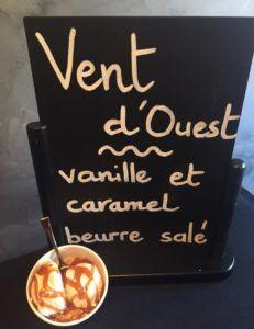 Creme glacée minute crée au contact de l'azote liquide : Crumble de palet breton avec délicieuse base vanillée bourbon et caramel fait maison